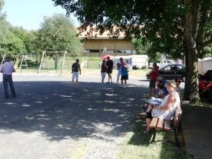 Le beau temps et l'entousiasme des campeurs assurent une grande convivialité au camping muncipal de Coucouron