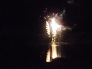 Le feu d'artifice, le dimanche soir de la fête votive, rassemble toujours une foule importante