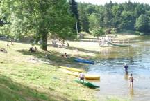 La plage du lac de Coucouron
