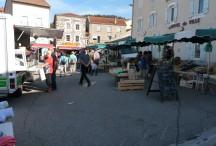 Le marché du mercredi matin à Coucouron